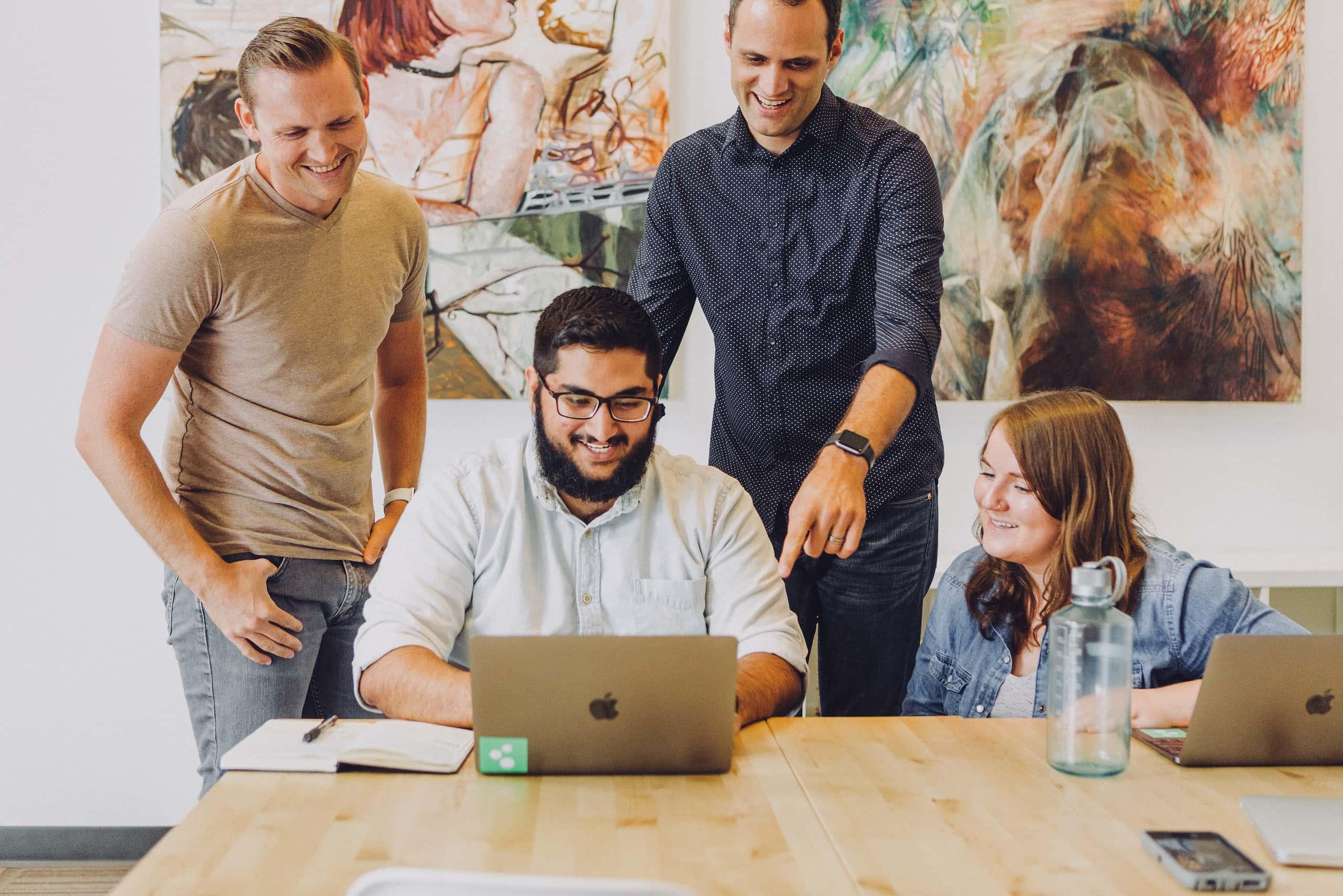 Collaboration entre collègues de travail